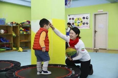 关爱特殊儿童用行动温暖寒冬 中手游三地联动进行暖冬公益活动
