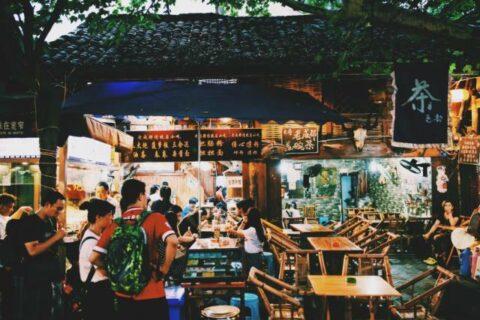 国内专坑外地人的美食街你去过几个?