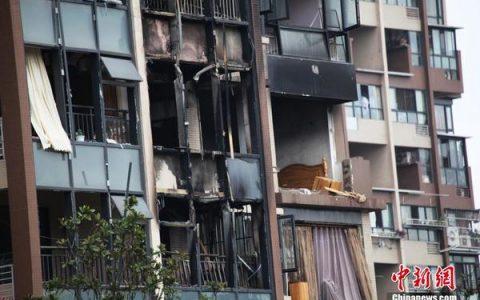 成都一临街住宅楼发生爆炸 房间阳台炸毁
