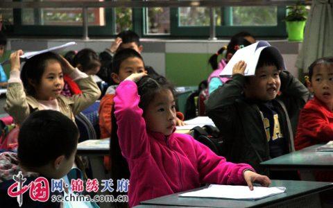 成都市天涯石小学开展地震疏散演练活动