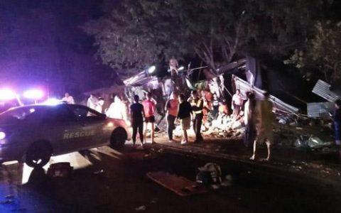 泰国双层大巴车祸致19死31伤 事故原因:大巴车刹车失灵