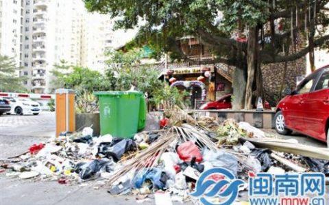 漳州地道小吃少不了天下广场 美食街边竟垃圾成堆