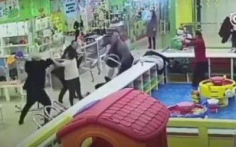 铁岭三男子淘气堡内暴打一对母子 三人已被刑拘