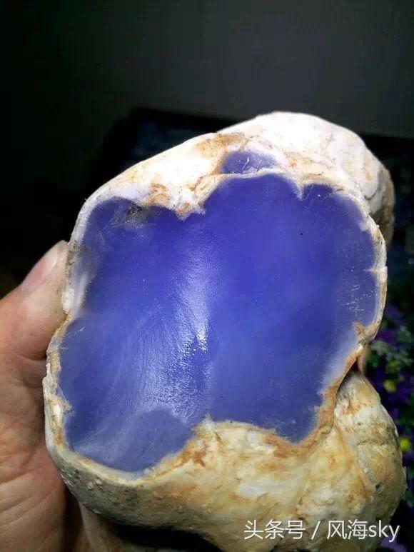 三万翡翠原石一刀切出极品帝王紫!后半辈子不用愁了!