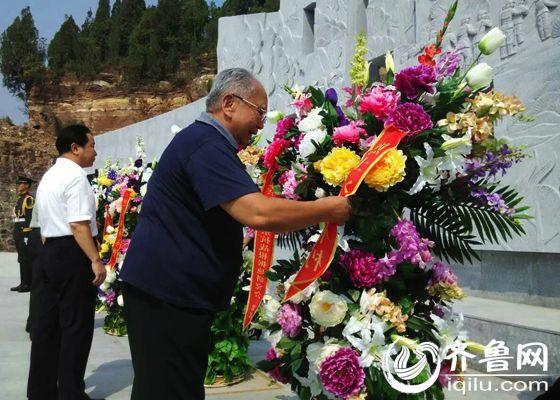 肥城陆房突围胜利纪念馆落成 罗荣桓之子罗东进敬献鲜花