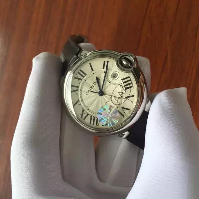 V6厂复刻精仿卡地亚大号蓝气球腕表正品对比